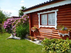 Gartenzaun und Schlafhäuschen